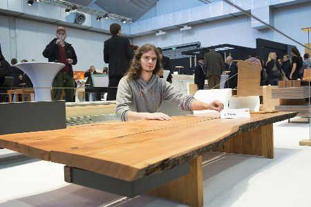 manuel heimbach aus k ln gewinnt die gute form nrw holzwurm page holz mit know how. Black Bedroom Furniture Sets. Home Design Ideas