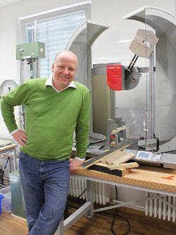 Leiter des Zentrallabors für Materialprüfung Professor Leps
