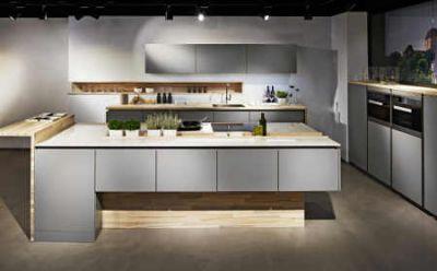 Ästhetisch, komfortabel und ergonomisch ein Sitz- bzw. Arbeitsplatz in der Küche Foto AMK