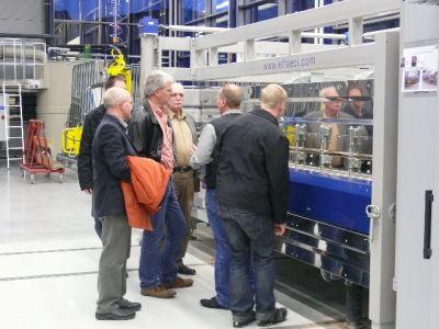 Glaeseren-Fabrik_kleine-Gruppe