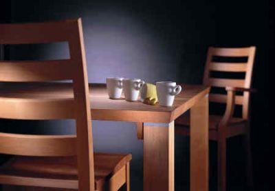 Massivholz ist ein optimales Material für wohngesunde Möbel Foto  IPM