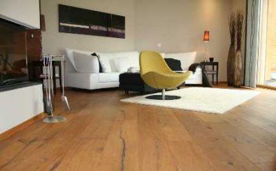 Eichendielenboden aus Altholz können Räume individuell gestaltet werden Foto vdp/hb
