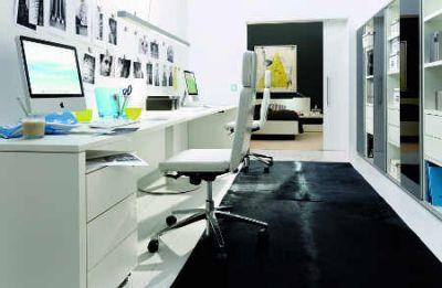 kompakte Home-Office im kleinen Raum für private Schreibtischarbeiten und geliebte Hobbys Foto Hülsta  VDM