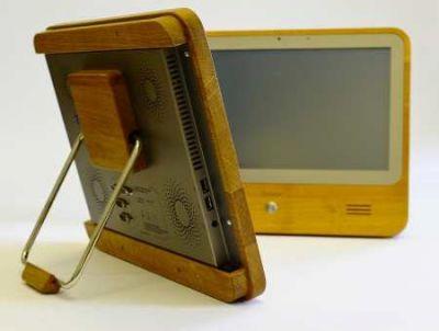 umweltschonende Touchscreen-PC iameco fällt aus dem Rahmen - er ist aus Holz. (c) MicroPro