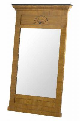 Wandspiegeln mit schlichten Rahmungen oder Giebelaufsätzen Quelle .antik-held.de