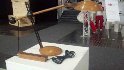 Tischlampe aus Holz auf der Ligna2013 gesehen
