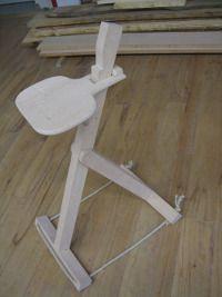 Auszubildende planen und bauen einen h henverstellbaren for Stuhl design unterricht