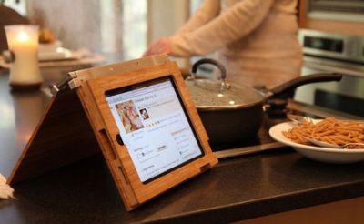 Bambus und Alu für ein iPad-Case von Wüdskins