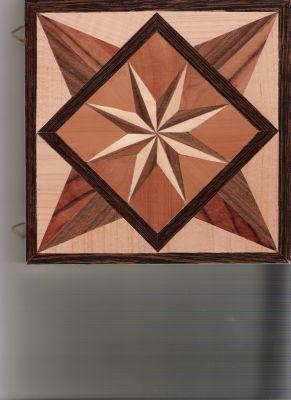 Intarsienmosaik aus diversen Furnieren